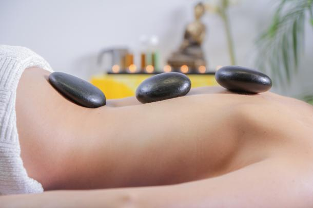 Hot Stone Massage als Massagetechnik